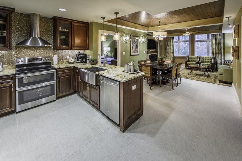 Holiday Inn Club Vacations Gatlinburg-Smoky Mountain Resort-Signature Collection 2 bedroom kitchen<br/>Image from Leonardo