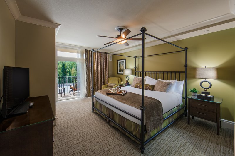 Holiday Inn Club Vacations Gatlinburg-Smoky Mountain Resort-Beautiful and relaxing Signature guest room<br/>Image from Leonardo
