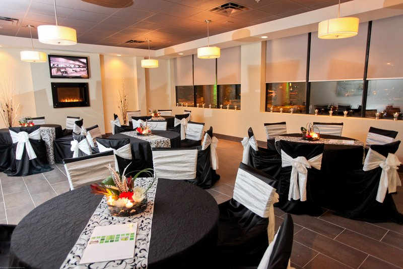 Holiday Inn Hotel & Suites Windsor (Ambassador Bridge)-Grill 55 - Private dining room<br/>Image from Leonardo