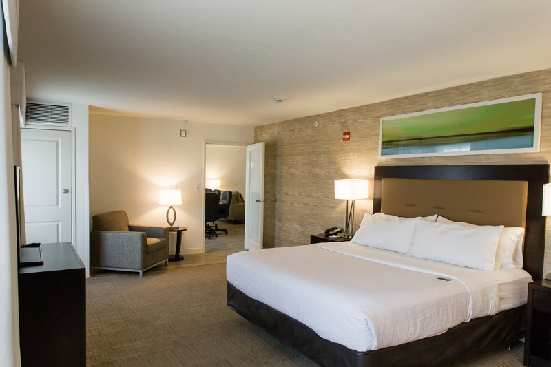Holiday Inn Hotel & Suites Bloomington - Airport-conference suite bedroom area-varies between king and two queens<br/>Image from Leonardo