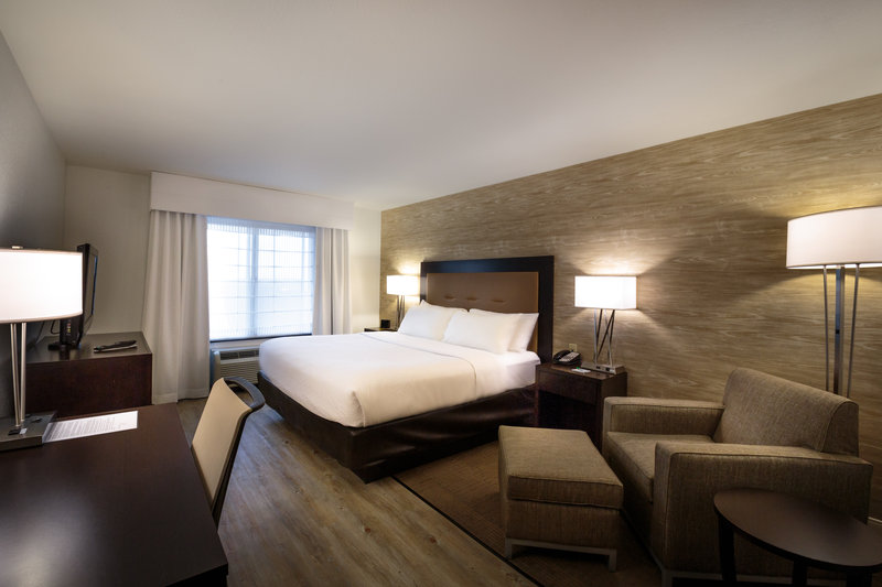 Holiday Inn Hotel & Suites Bloomington - Airport-Renovated guest room<br/>Image from Leonardo