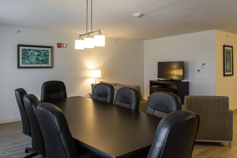 Holiday Inn Hotel & Suites Bloomington - Airport-Conference table for 8 , sofa sleeper and a separate bedroom<br/>Image from Leonardo
