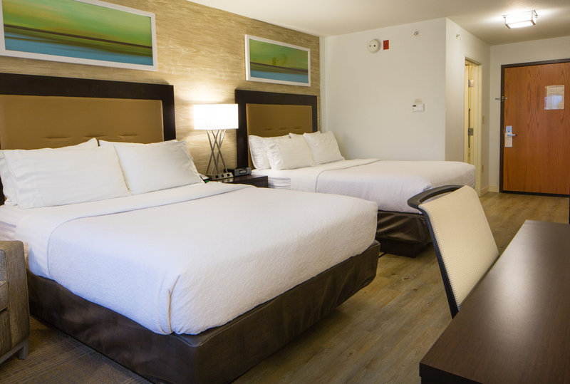 Holiday Inn Hotel & Suites Bloomington - Airport-Soft/Firm pillows on each queen size pillow top mattress<br/>Image from Leonardo