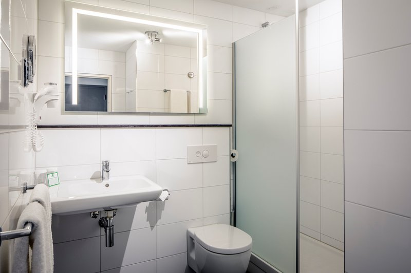 Holiday Inn Eindhoven-Guest bathroom with shower<br/>Image from Leonardo
