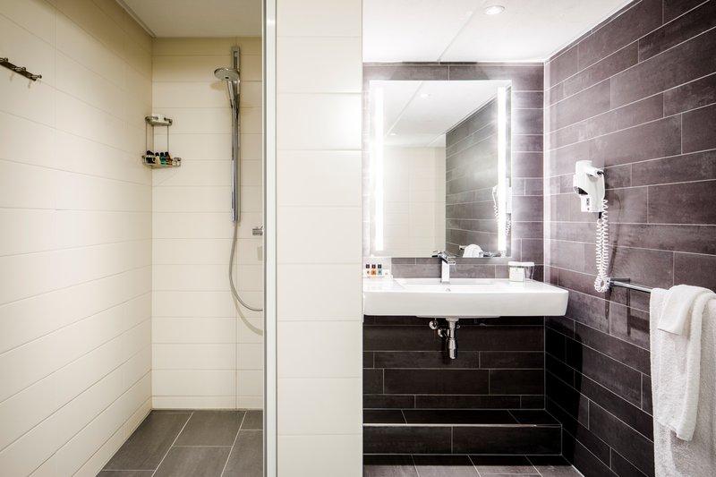 Holiday Inn Eindhoven-Presidential Suite - Shower<br/>Image from Leonardo