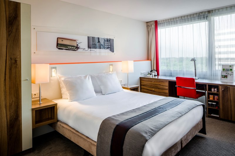 Holiday Inn Eindhoven-Queen Room<br/>Image from Leonardo