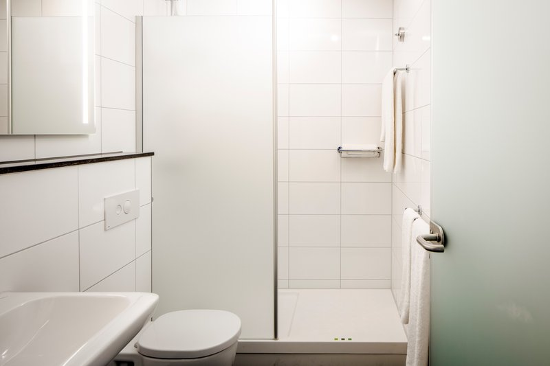 Holiday Inn Eindhoven-Queen Room - Guest Bathroom<br/>Image from Leonardo