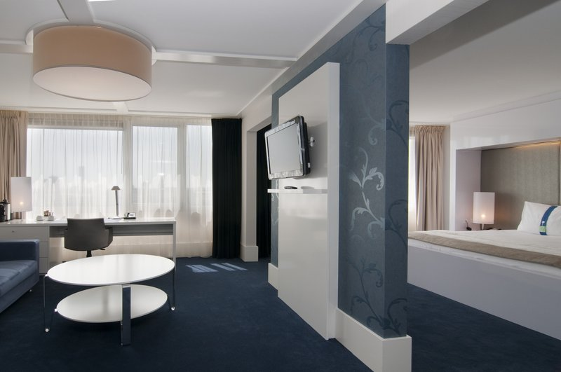 Holiday Inn Eindhoven-Executive Suite with separate living room and city centre view<br/>Image from Leonardo