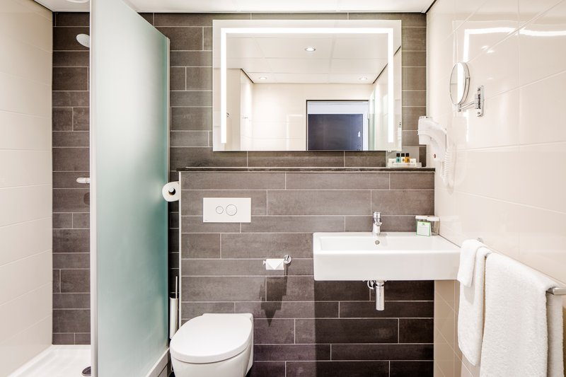 Holiday Inn Eindhoven-Bathroom Amenities<br/>Image from Leonardo
