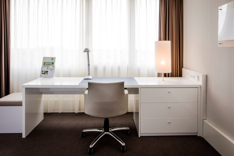 Holiday Inn Eindhoven-Presidential suite - Bright workspace<br/>Image from Leonardo