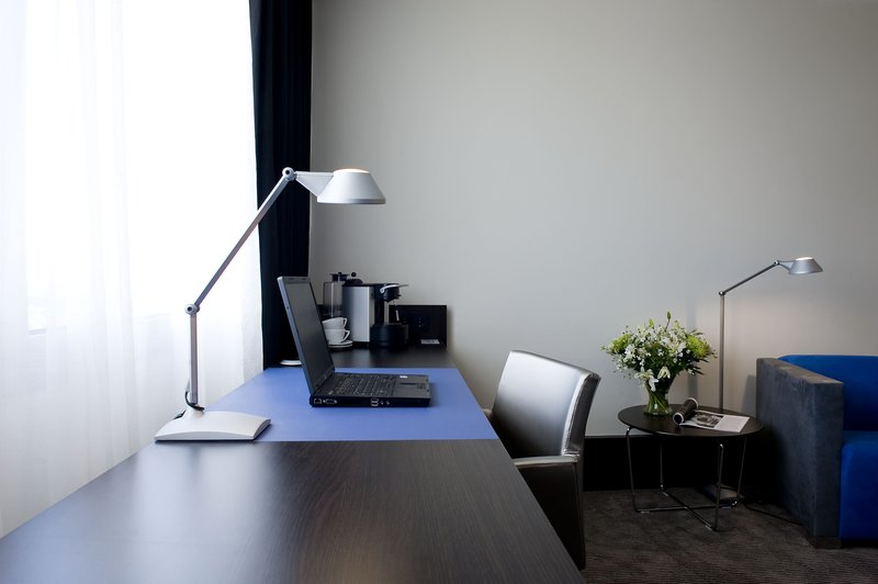 Holiday Inn Eindhoven-Executive room - large workspace<br/>Image from Leonardo