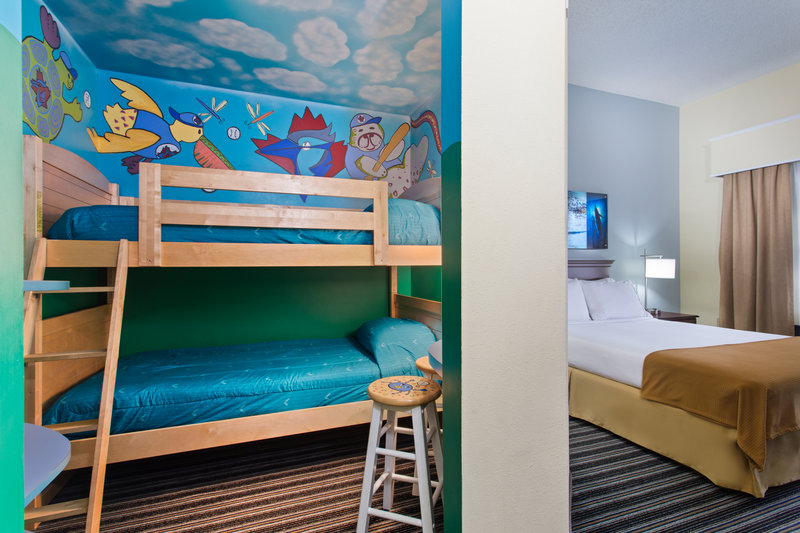 Holiday Inn Express Hotel & Suites Clearwater North/Dunedin-Family Suite<br/>Image from Leonardo