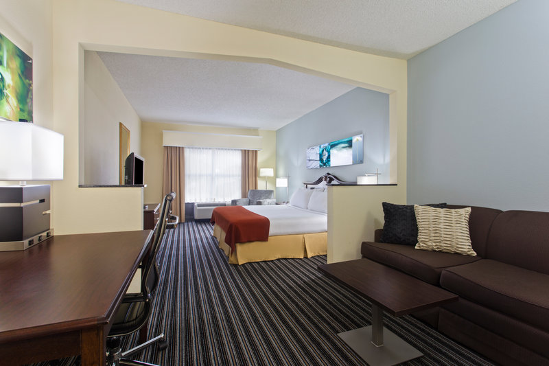 Holiday Inn Express Hotel & Suites Clearwater North/Dunedin-Junior King Suite<br/>Image from Leonardo