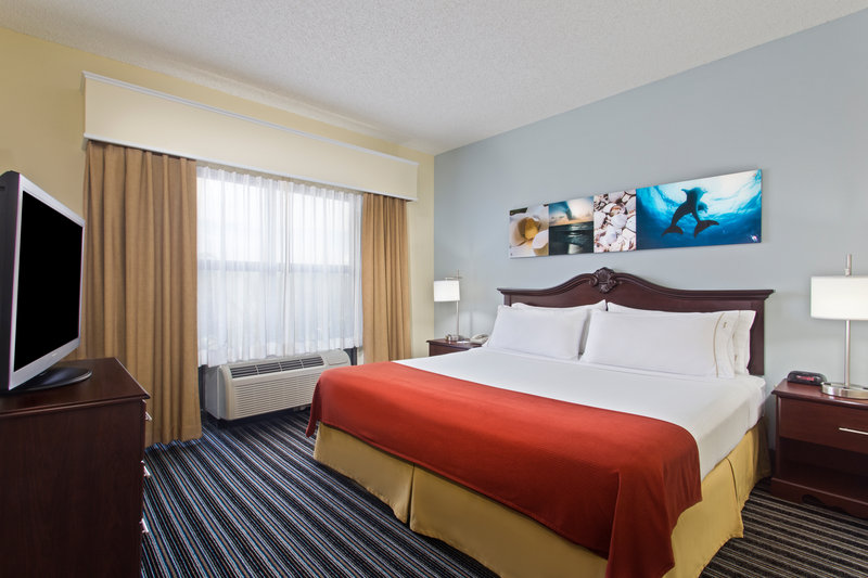 Holiday Inn Express Hotel & Suites Clearwater North/Dunedin-King Executive Suite Bedroom<br/>Image from Leonardo