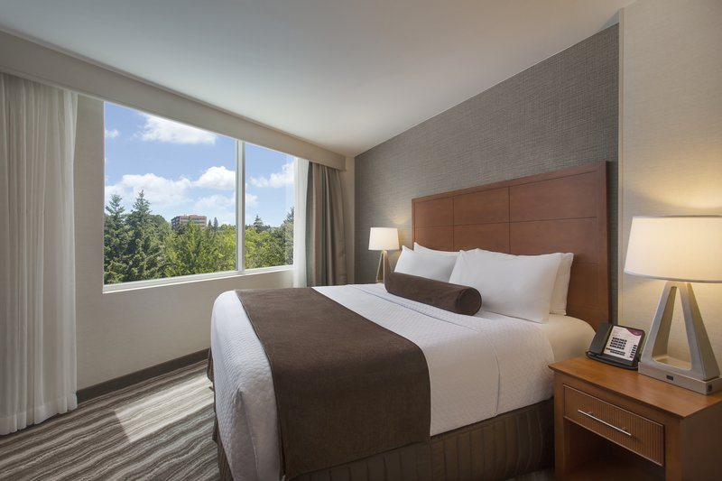 Crowne Plaza Portland - Lake Oswego-Suite Bedroom<br/>Image from Leonardo