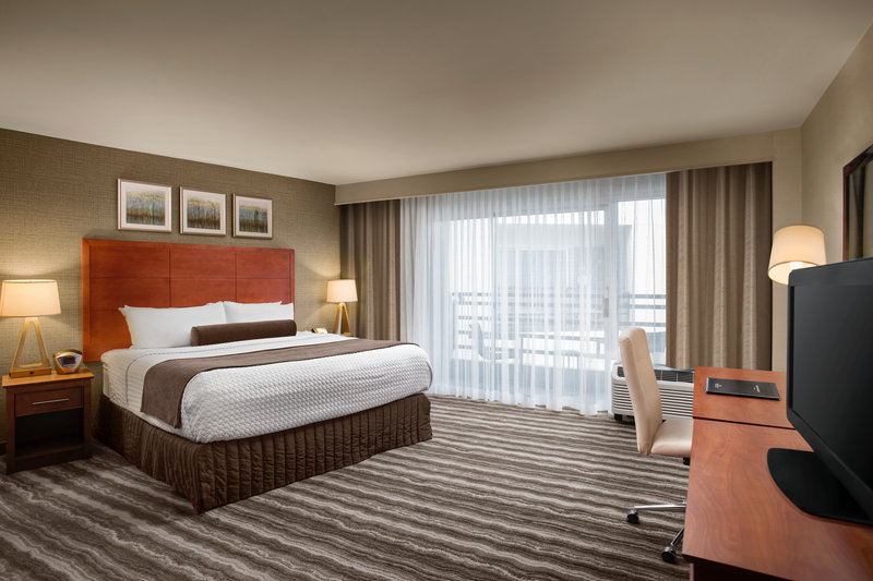 Crowne Plaza Portland - Lake Oswego-King Room with Balcony<br/>Image from Leonardo