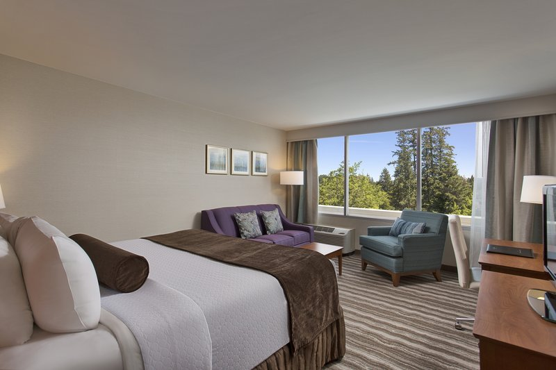 Crowne Plaza Portland - Lake Oswego-King Executive Room with Sofa Sleeper<br/>Image from Leonardo