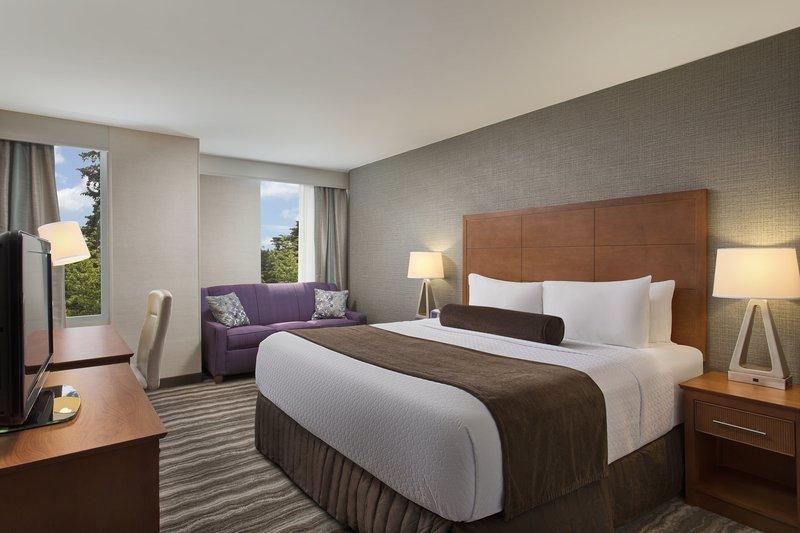 Crowne Plaza Portland - Lake Oswego-Standard King Room<br/>Image from Leonardo