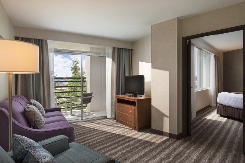 Crowne Plaza Portland - Lake Oswego-King Suite<br/>Image from Leonardo