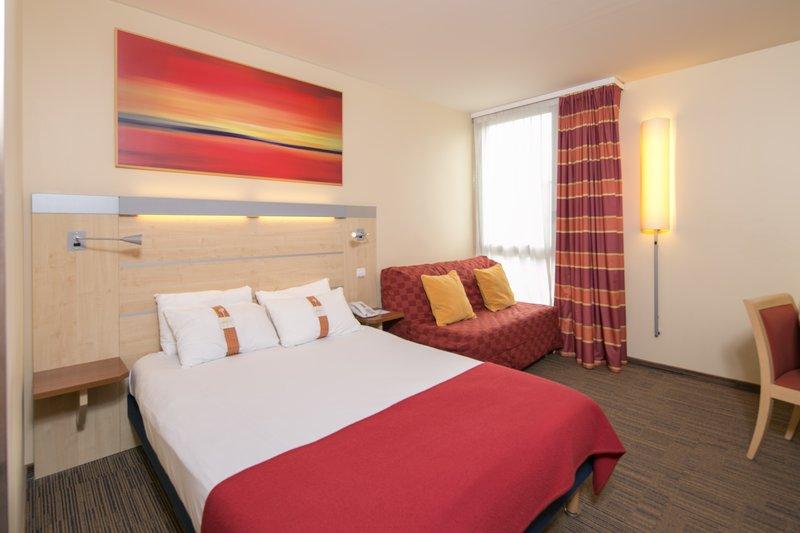 Holiday Inn Express Saint - Nazaire-Family Room<br/>Image from Leonardo