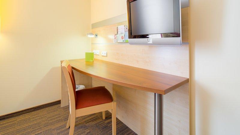 Holiday Inn Express Saint - Nazaire-Desk in standard guest room<br/>Image from Leonardo
