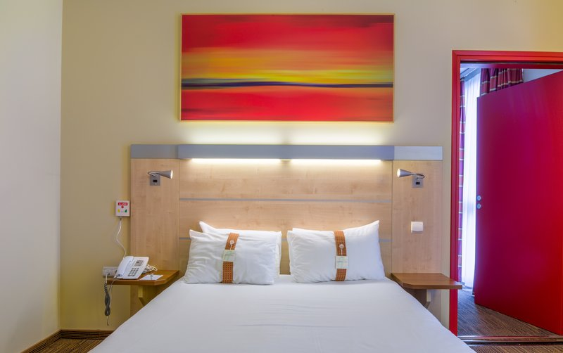 Holiday Inn Express Saint - Nazaire-Guest Room for disabled people<br/>Image from Leonardo