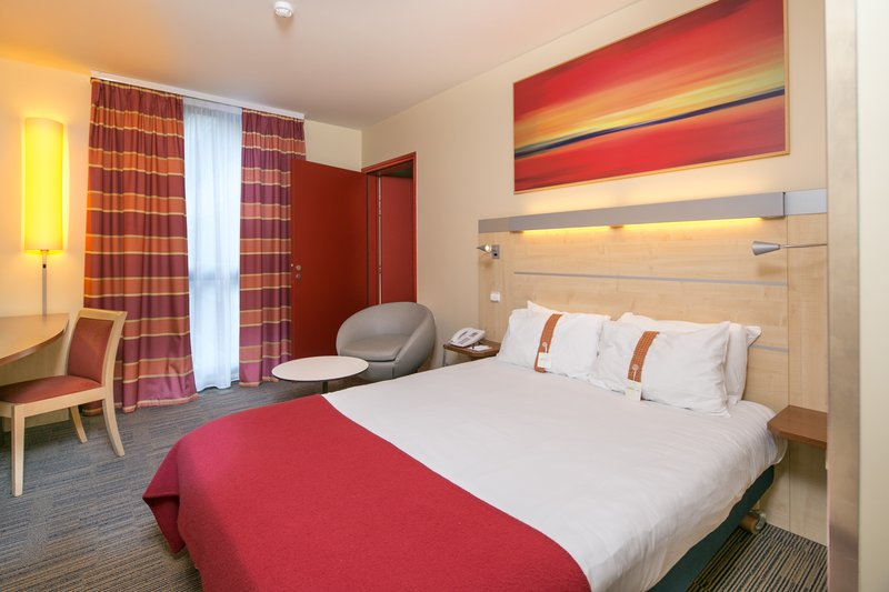 Holiday Inn Express Saint - Nazaire-Double Bed Guest Room Standard and Comfortable<br/>Image from Leonardo