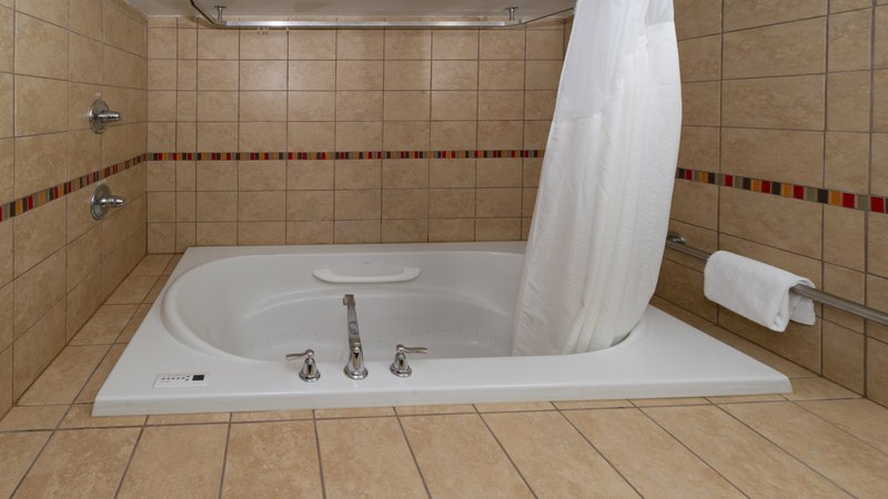 Holiday Inn Solomons-Conf Center & Marina-Guest Bathroom<br/>Image from Leonardo