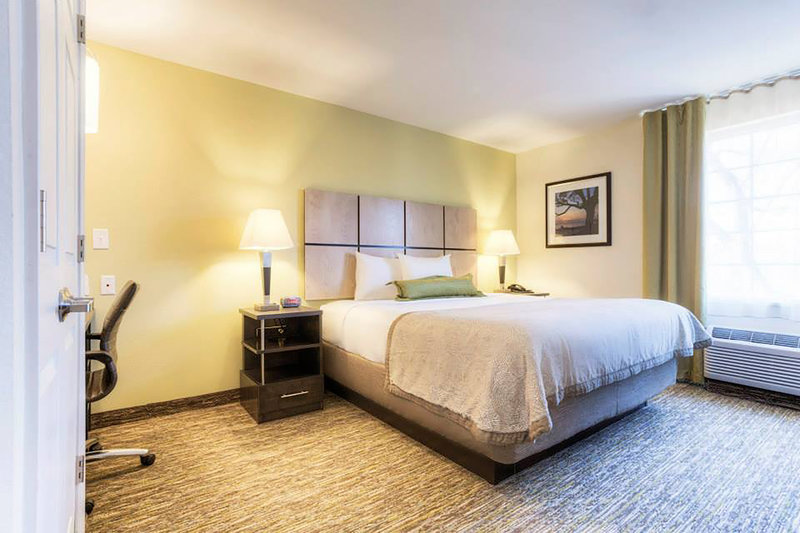 Candlewood Suites Mooresville/Lake Norman-One Bedroom Suite with work desk top for late night's web surfing<br/>Image from Leonardo