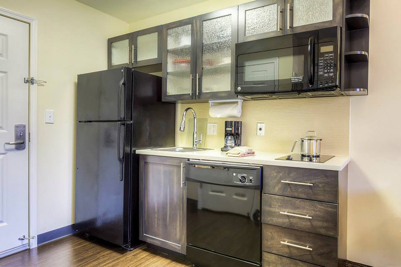 Candlewood Suites Mooresville/Lake Norman-Full size kitchenette with all the luxuries of your own home<br/>Image from Leonardo