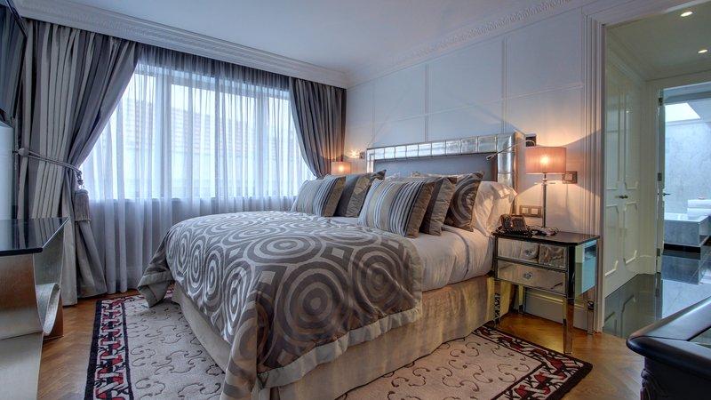 Intercontinental Porto - Palacio das Cardosas-Suite Duplex <br/>Image from Leonardo