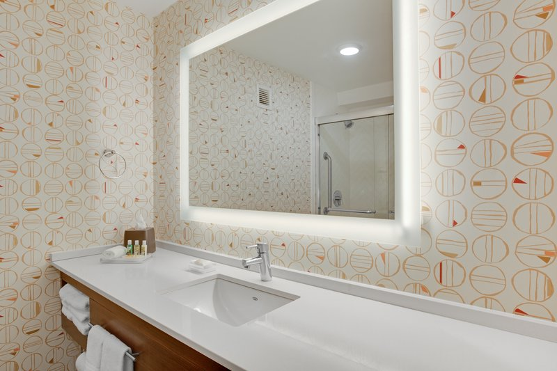 Holiday Inn Roanoke - Valley View-Guest Room<br/>Image from Leonardo