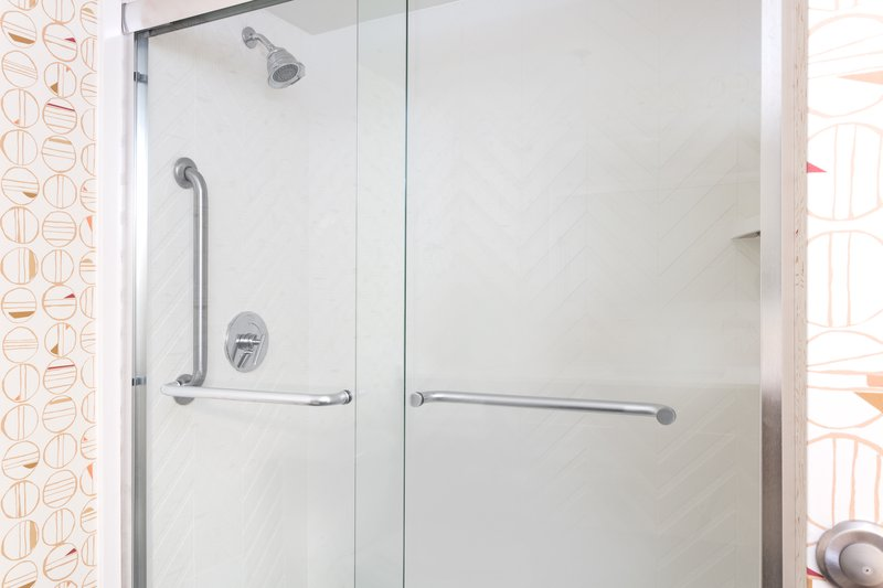 Holiday Inn Roanoke - Valley View-Stand Alone Showers in most of our rooms<br/>Image from Leonardo