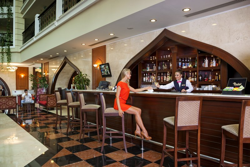 Crowne Plaza Antalya-Lobby Lounge is the perfect place to enjoy drinks and live music<br/>Image from Leonardo