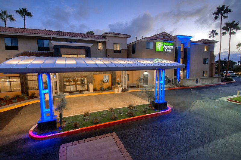 Holiday Inn Express & Suites Carlsbad Beach 4.4/5 | 506 Revi-Hotel Main Entrance<br/>Image from Leonardo
