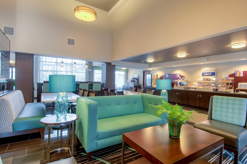 Holiday Inn Express & Suites Carlsbad Beach 4.4/5 | 506 Revi-Atrium-style lobby for Medtronic guests to enjoy<br/>Image from Leonardo