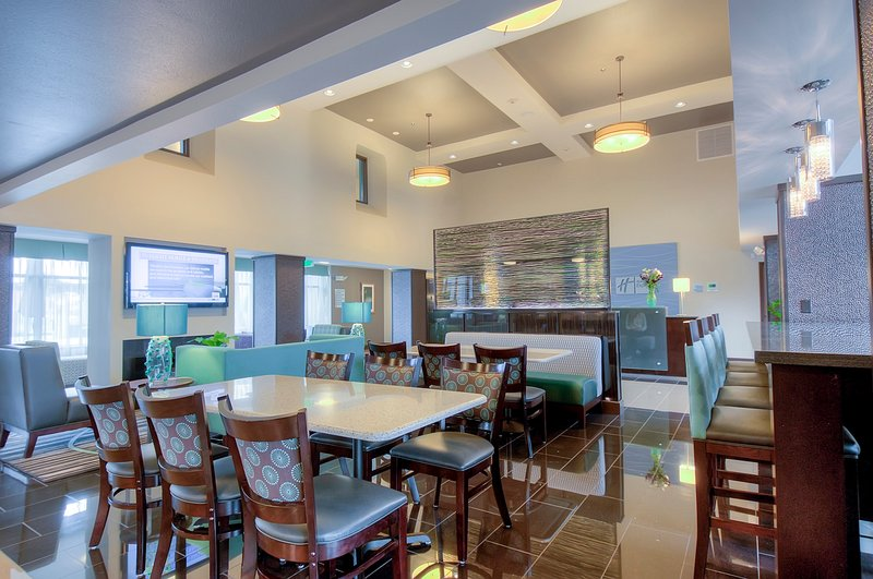 Holiday Inn Express & Suites Carlsbad Beach 4.4/5 | 506 Revi-Free hot breakfast buffet for corporate and leisure guests<br/>Image from Leonardo