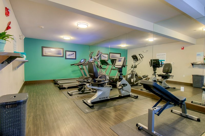 Holiday Inn Express & Suites Carlsbad Beach 4.4/5 | 506 Revi-Fitness Center<br/>Image from Leonardo