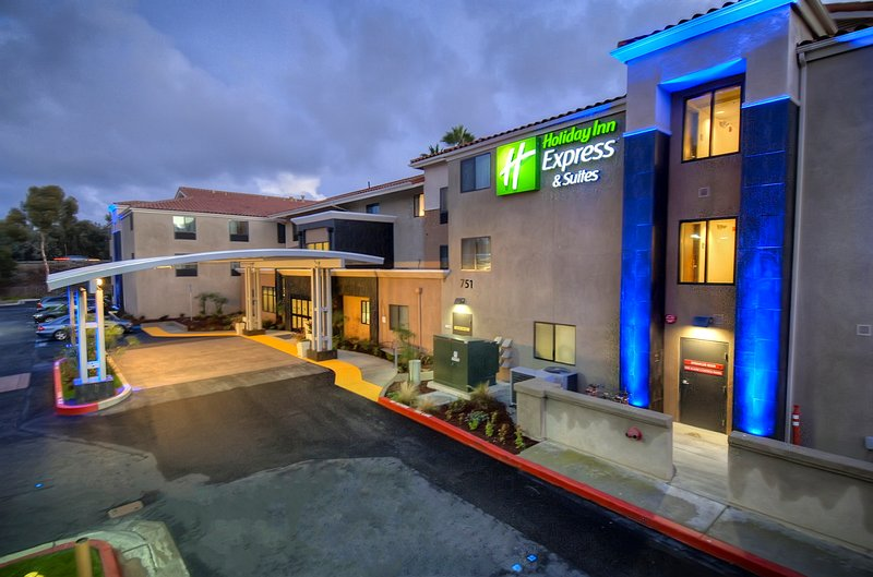 Holiday Inn Express & Suites Carlsbad Beach 4.4/5 | 506 Revi-Hotel Entrance<br/>Image from Leonardo