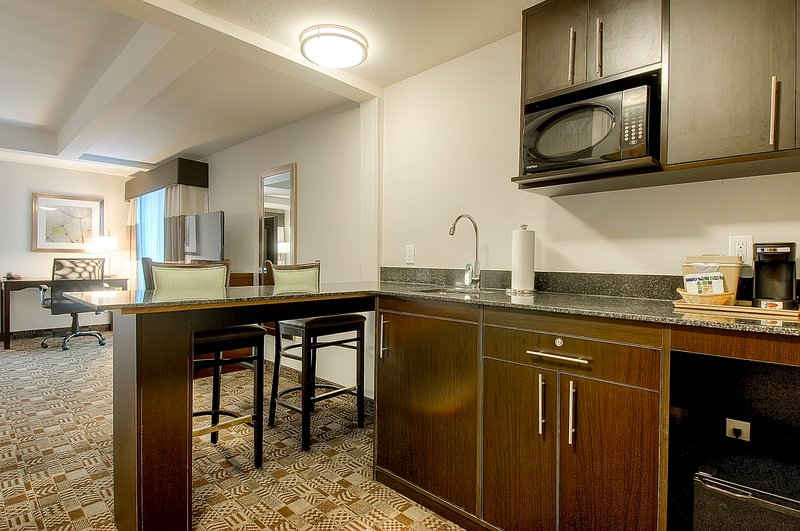 Holiday Inn Express & Suites Carlsbad Beach 4.4/5 | 506 Revi-Two Queen Suite - fridge, microwave, wet bar, 2 tvs, sitting area<br/>Image from Leonardo