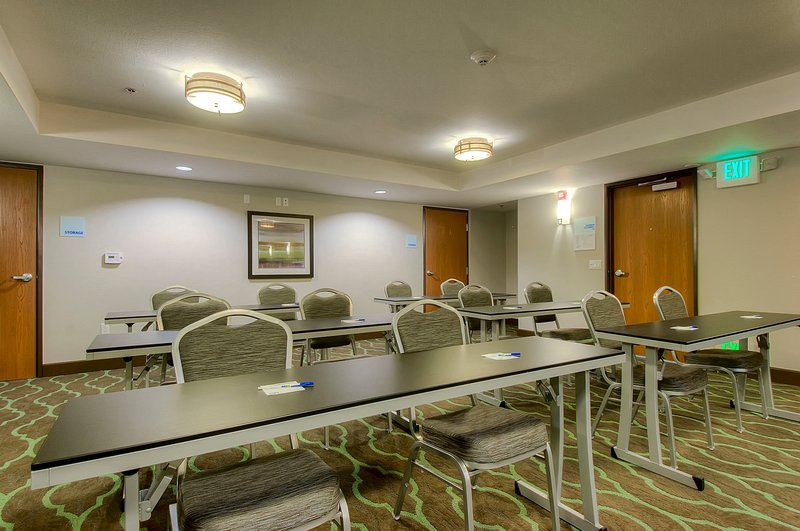 Holiday Inn Express & Suites Carlsbad Beach 4.4/5 | 506 Revi-Meeting facility perfect for your corporate event<br/>Image from Leonardo
