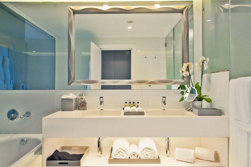 Intercontinental Estoril-Ocean Deluxe Room<br/>Image from Leonardo