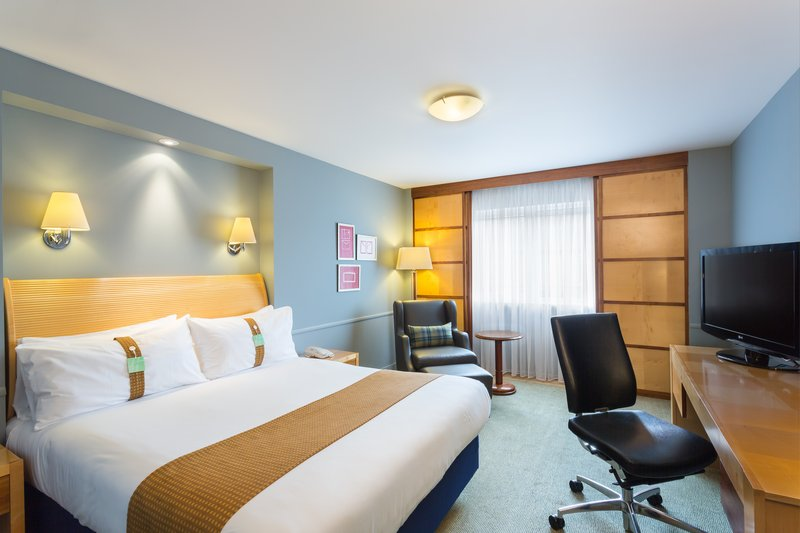 "Holiday Inn Cambridge-Spacious King Executive Nonsmoking Guest Room""<br/>Image from Leonardo"