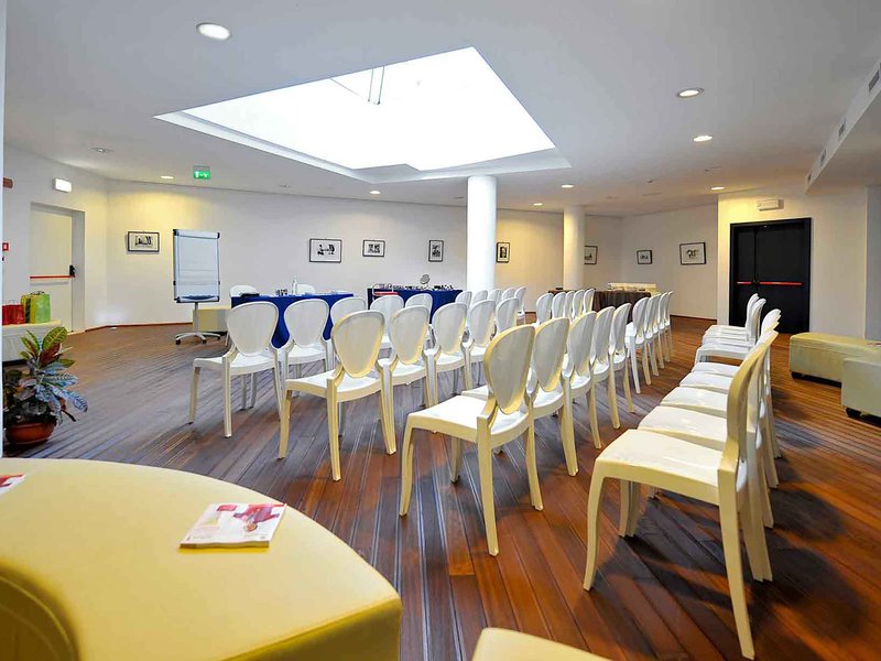 Mercure Olbia-Meeting Room<br/>Image from Leonardo
