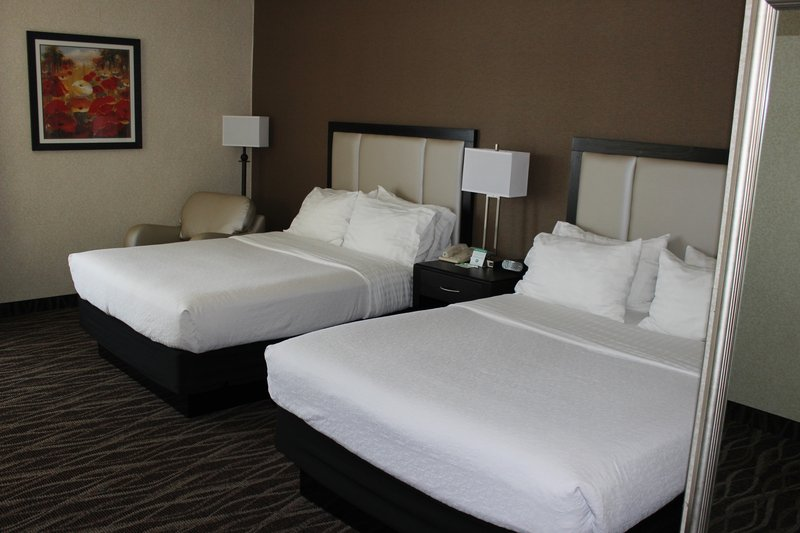 Holiday Inn Des Moines - Airport / Conf Ctr-Queen Bed Guest Room<br/>Image from Leonardo