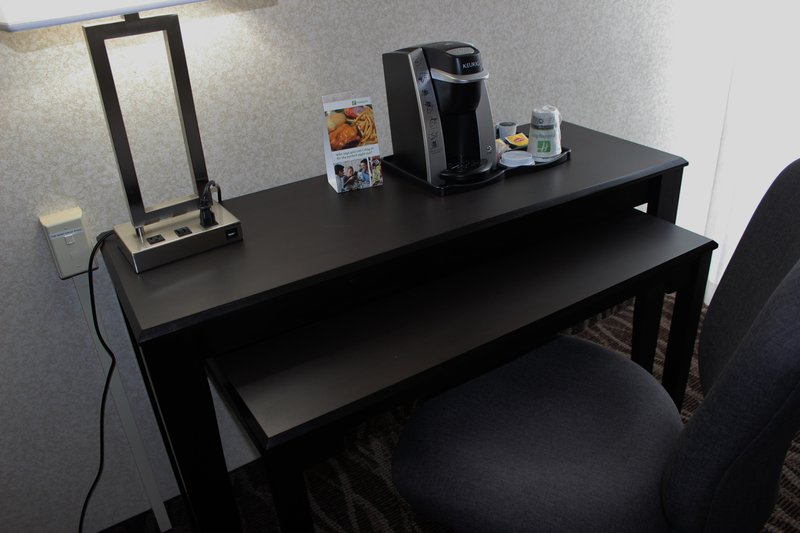 Holiday Inn Des Moines - Airport / Conf Ctr-Room Feature<br/>Image from Leonardo