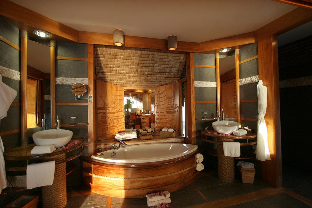 Le Taha'a Island Resort & Spa - Bathroom <br/>Image from Leonardo