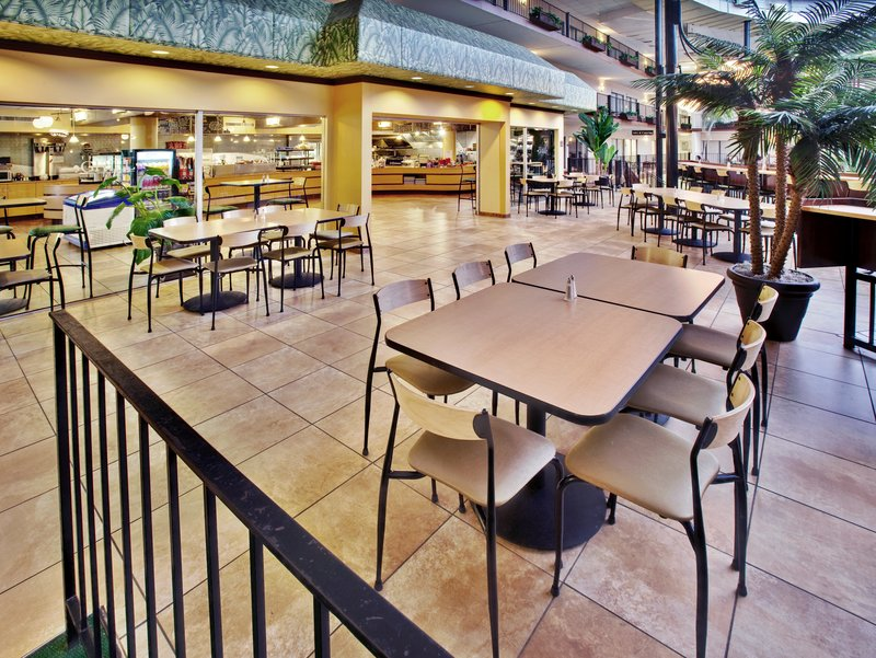Holiday Inn Des Moines - Airport / Conf Ctr-Café<br/>Image from Leonardo