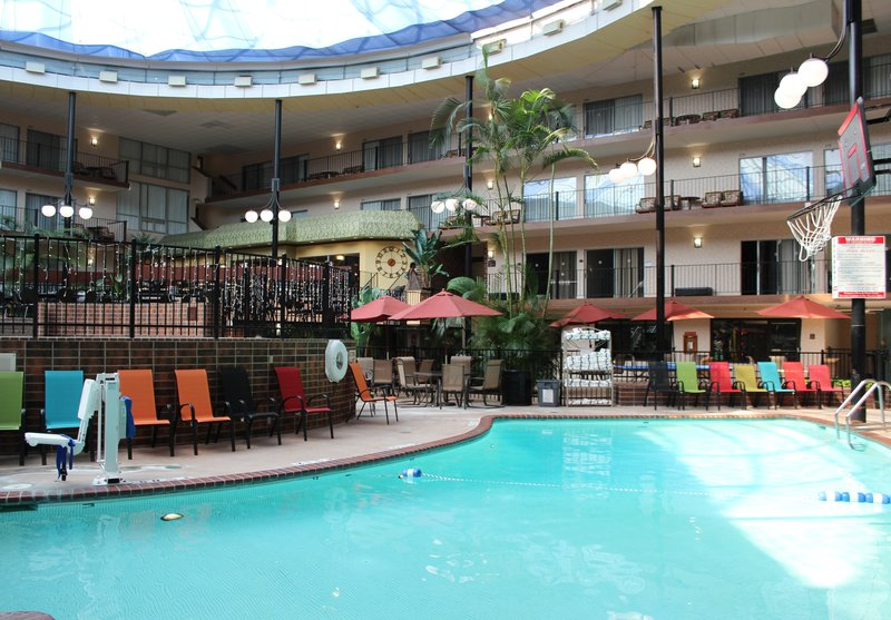 Holiday Inn Des Moines - Airport / Conf Ctr-Swimming Pool<br/>Image from Leonardo
