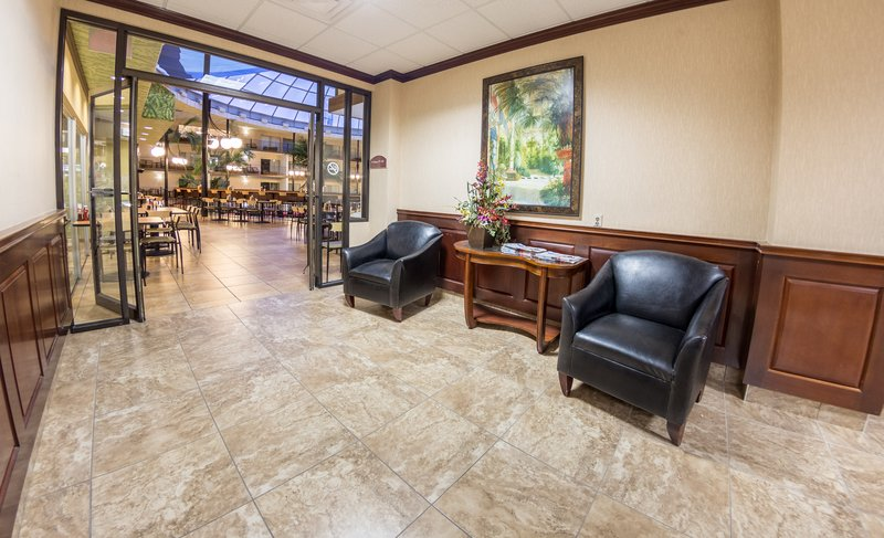 Holiday Inn Des Moines - Airport / Conf Ctr-Lobby Lounge<br/>Image from Leonardo